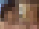色白豊満な母親の裸体に興奮する息子…
